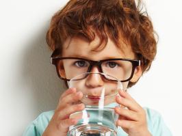 L'eau purifiée de qualité alimentaire pour boire